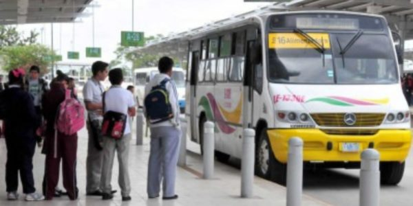 Benefician con transporte gratis a 6 mil adultos mayores