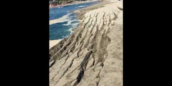 En el pleamar el oceáno 'se infla' y el agua cubre las orillas de todas las costas cercanas.