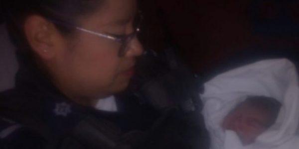Marisela Becerra y Marco Antonio Alvarado, policías municipales, ayudaron a una mujer a dar a luz a una bebita, en su casa, después de que el parto se adelantara