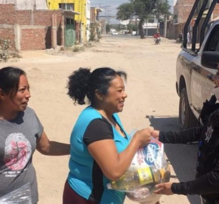 Las despensas contenían: frijol, pastas, arroz, cereal, atún, papel higiénico, aceite, azúcar, jabón, entre otros artículos de primera necesidad.