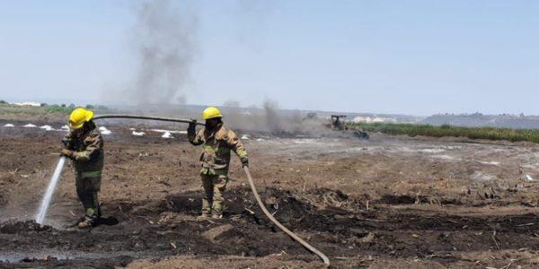 """El incendio que se extendió por alrededor de 10 hectáreas, es conocido como """"combustión sorda"""", pues se generó en forma de brasas por debajo de una zona fangosa"""