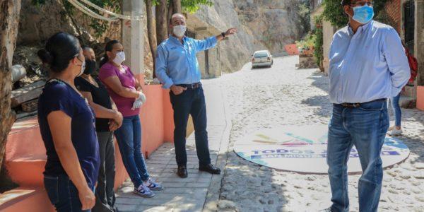 Con el programa PAR, vecinos aportaron la piedra y el Municipio la mano de obra