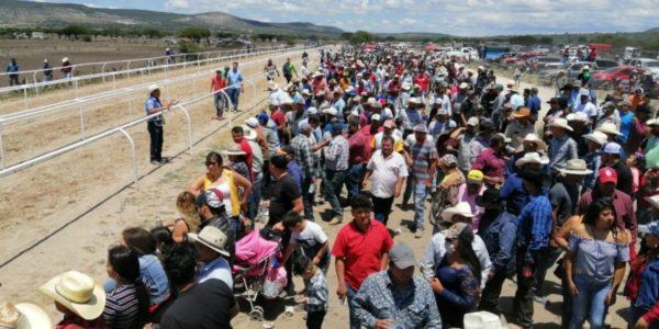 Disuelven elementos de las FSPE, en el municipio de San Luis de la Paz, concentración de personas que se encontraban en una carrera de caballos, al carecer de los permisos correspondientes y