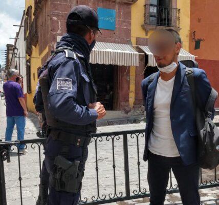 El visitante identificado como Bruno entró sin cubrebocas al primer cuadro de la ciudad; se le recomendó usarlo, no traía, se le regaló uno y aún así se negó